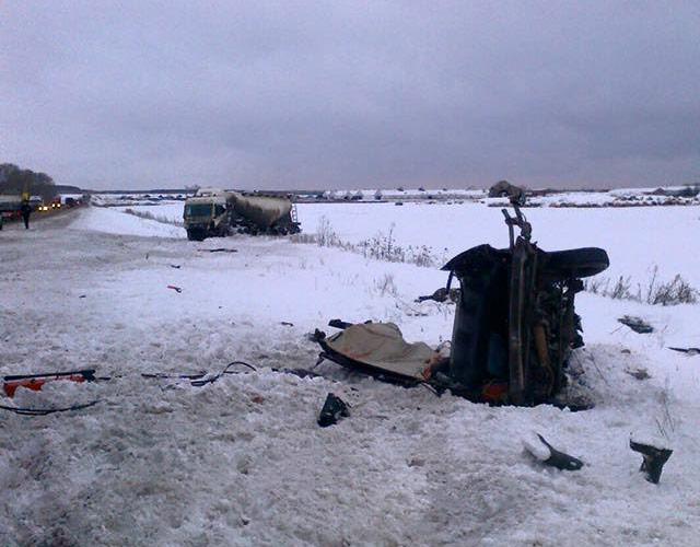 Влобовом ДТП с фургоном под Богдановичем погибли три человека