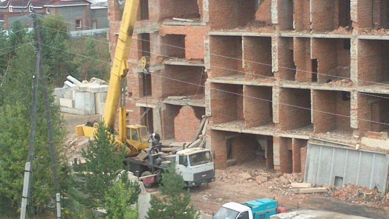 Рабочий пострадал при обрушении перекрытия недостроенного дома вСвердловской области