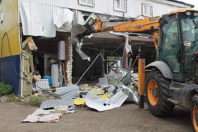 ВЕкатеринбурге снесли нелегальный автосервис, который пытались «спрятать» владельцы