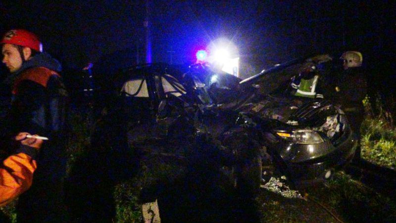 НаУрале вДТП нажелезнодорожном переезде умер человек, 4 пострадали