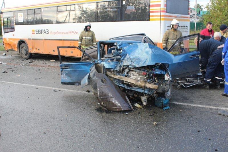 ВНижнем Тагиле женщина погибла, вылетев вмомент ДТП изокна автомобиля