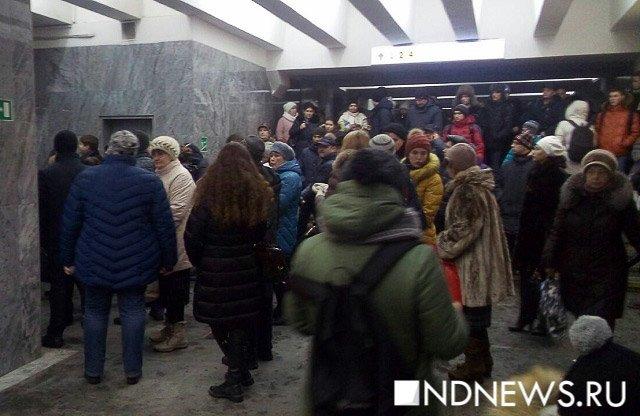 Три станции метрополитена вЕкатеринбурге закрыты из-за падения женщины нарельсы