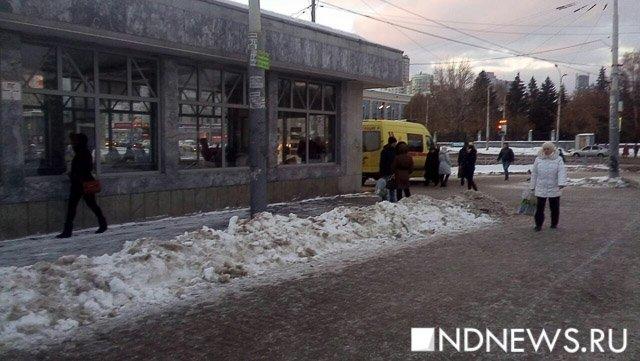 Девушка упала под поезд вметро