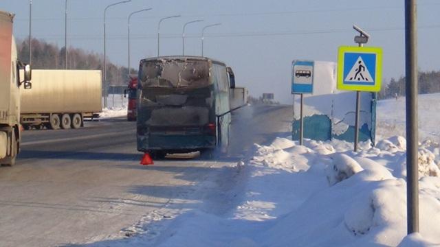Работники ГИБДД спасли пассажиров сломавшегося автобуса натрассе Пермь