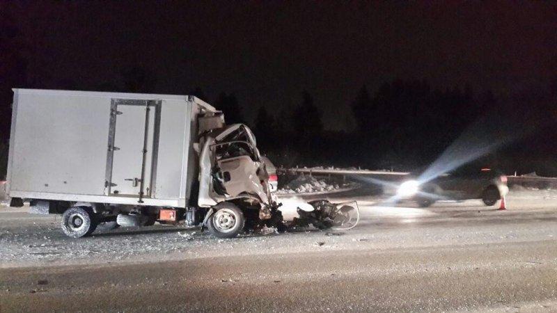 Шофёр  фургона «КИА» умер  вДТП с грузовым автомобилем  наЕКАД