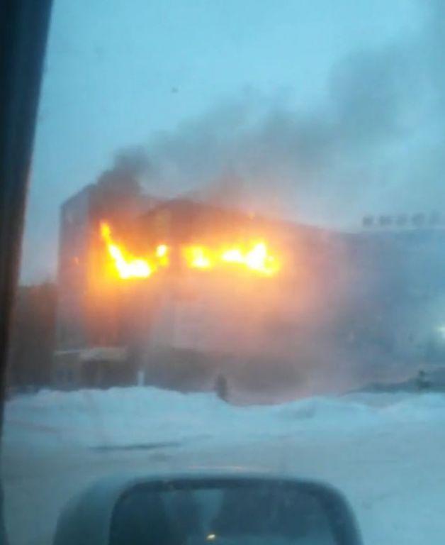 НаСиних Камнях сгорел четырехэтажный торговый центр