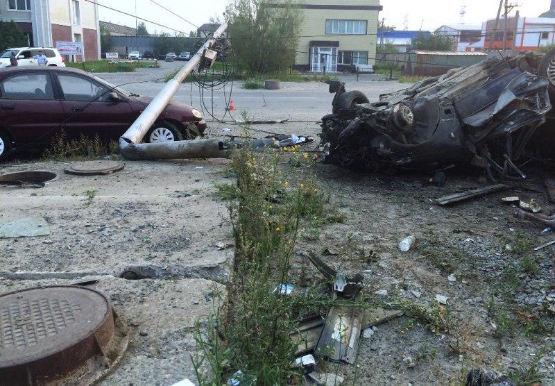 Новый Регион В Нефтеюганске Lexus вырвал из земли опору ЛЭП