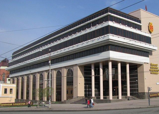 Новый Регион: 'Бандитский Екатеринбург' – как семейная мелодрама превратилась в историю борьбы за здание УрФЮИ с криминальным уклоном (ФОТО)